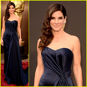 sandra-bullock-gravitates-to-the-oscars-2014-red-carpet
