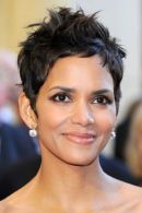 HOLLYWOOD, CA - FEBRUARY 27: Actress Halle Berry arrives at the 83rd Annual Academy Awards held at the Kodak Theatre on February 27, 2011 in Hollywood, California. (Photo by Ethan Miller/Getty Images)