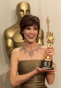 "OSC144D:ENTERTAINMENT-OSCARS:LOS ANGELES,26MAR00 - Hilary Swank holds her Oscar statue after winning for Best Actress at the 72nd annual Academy Awards at the Shrine Auditorium in Los Angeles, March 26. Swank won the Academy Award for her role in the film ""Boys Don't Cry.""    jm/Photo by Mike Blake REUTERS --- Image by © Reuters/CORBIS"