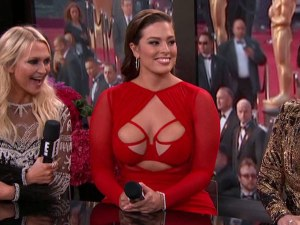 ashley-graham-dress-600x450