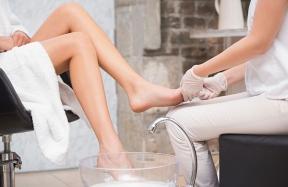 customer-getting-pedicure-at-salon_jpg-600x390